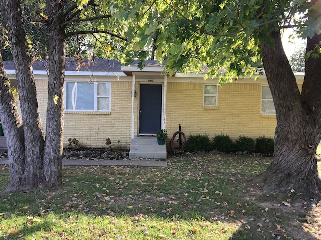 Perfectly located Cozy 3BR HOME - Springdale - House