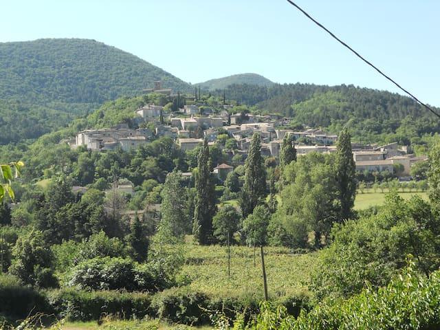Mirmande, Adorable hébergement avec terrasse - Mirmande - Dům