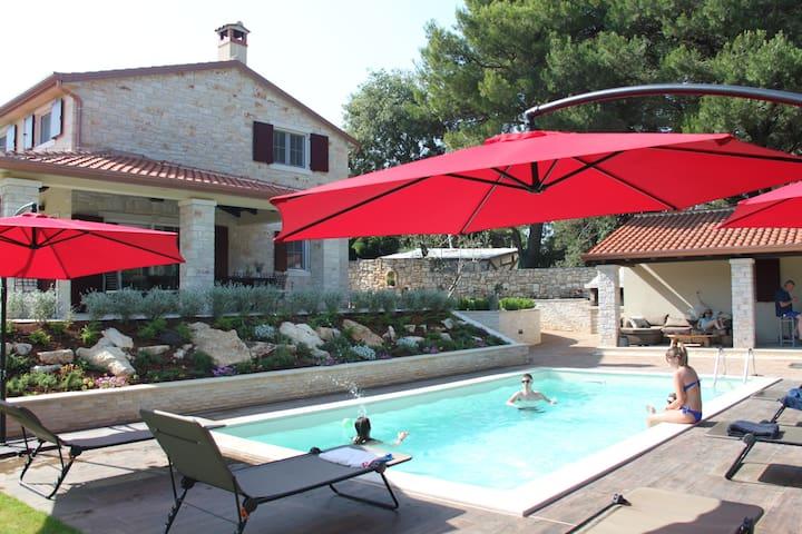 Top Villa, with pool, 10+ guests, 2 km from sea - Tar - Villa