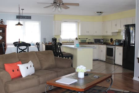 Pet Friendly 3 Bedroom House MP6.5 OBX Beach