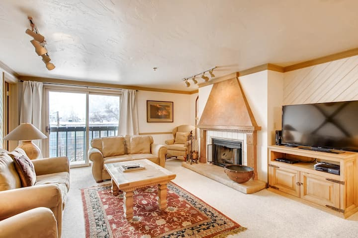 Fun Park City mountain condo w/ shared pool, hot tub, fitness area, & firepit!