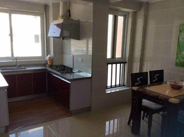舒适放松的环境,房屋干净整洁,配套设施应有尽有。 - Yantai