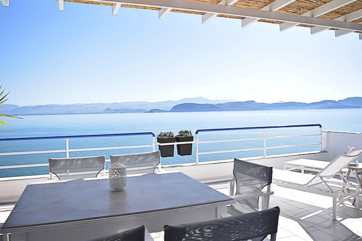 Waterfront Two Bedroom Loft Apartment, Nafplion