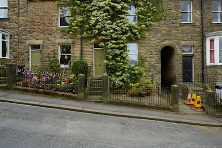 No 3 Hamilton Tce, Old Church Lane - Pateley Bridge