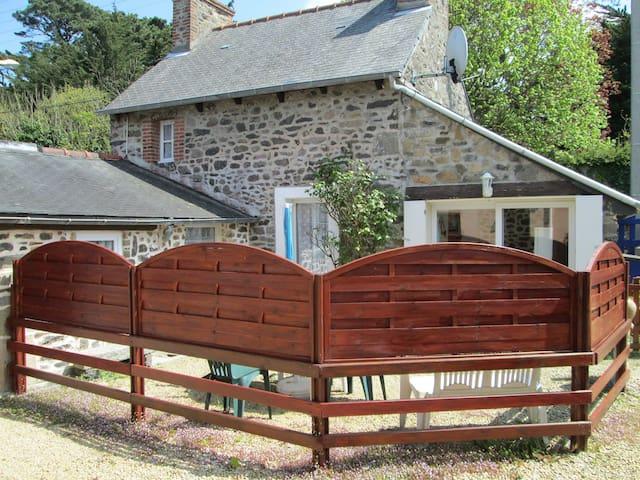 Jolie maison de pêcheur  entièrement rénovée - Saint-Quay-Portrieux - Dům