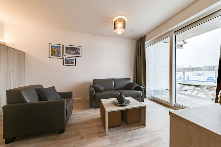 Modern holiday apt., 15 min from Bruges & Ostend
