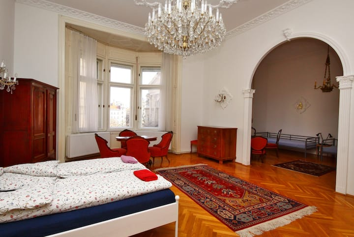 Standard 6-Bed Apartment