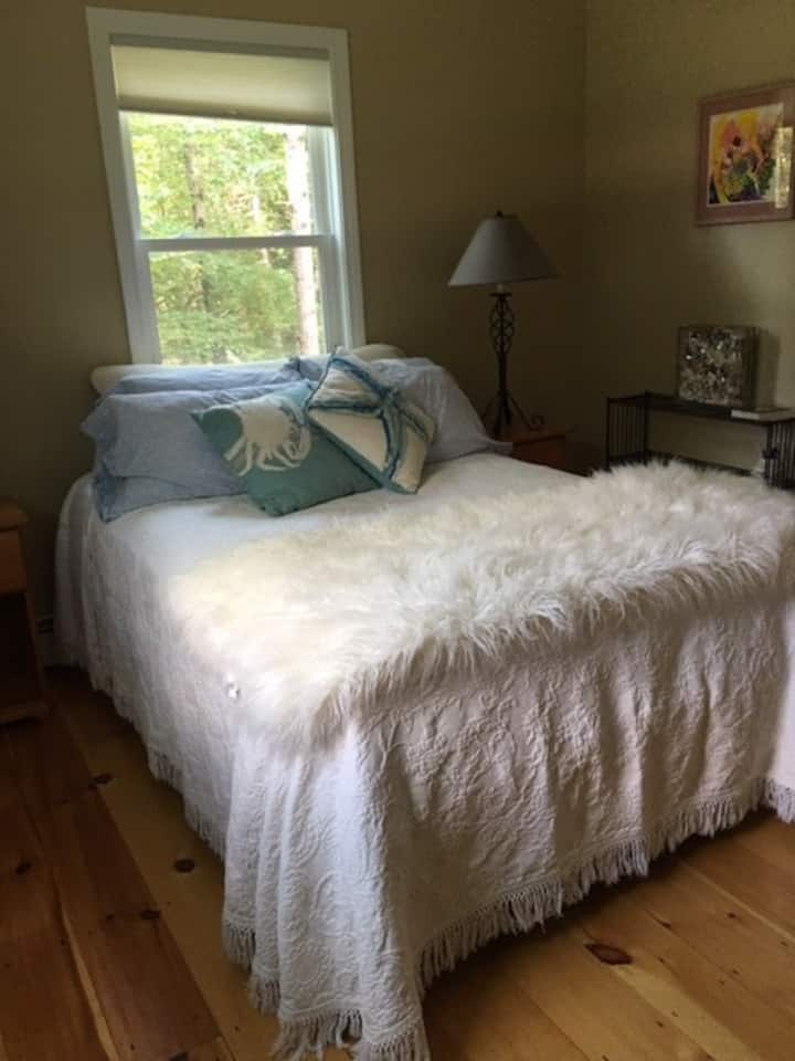 Charming room 3 miles from downtown Brunswick