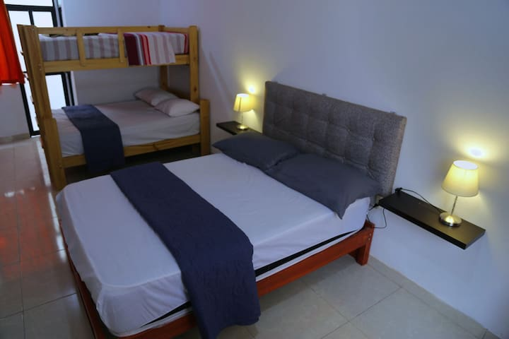 Amplio Bedroom, Cama doble+Litera /Laundry+Kitchen