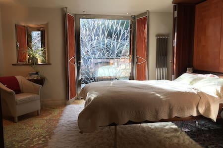 Double Bedroom in Extraordinary Architectural Home - Dublin