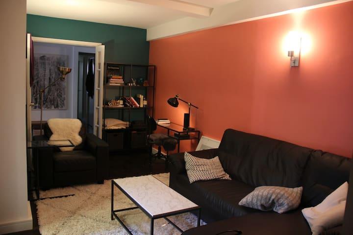 Spacious Bedroom in 3BR apt, utilities included
