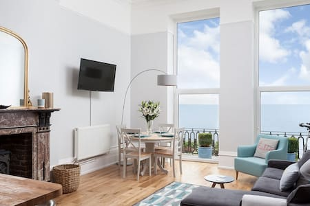 Seastar - Luxury family seafront apartment