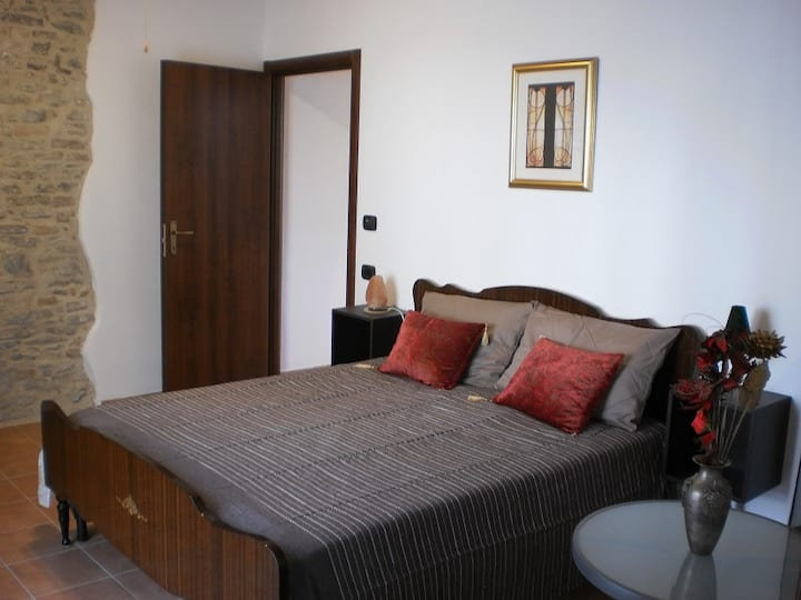 Beautiful room, private bathroom and own entrance.