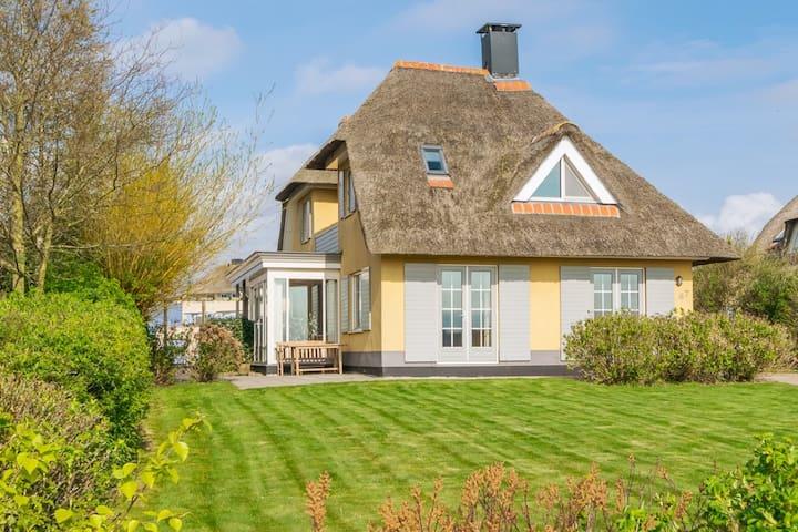 Villa aan de Middelweg