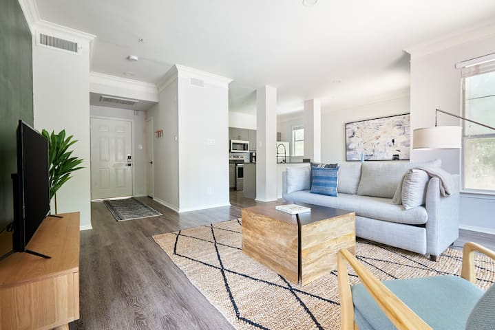 Sonder | South Congress | Gorgeous 1BR + Balcony
