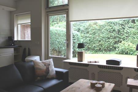 Vakantiehuisje met tuin bospark Veluwe, Otterlo - Otterlo