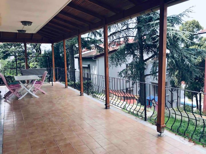 Büyükada'nın nefes alan bölgesinde bahçeli daire