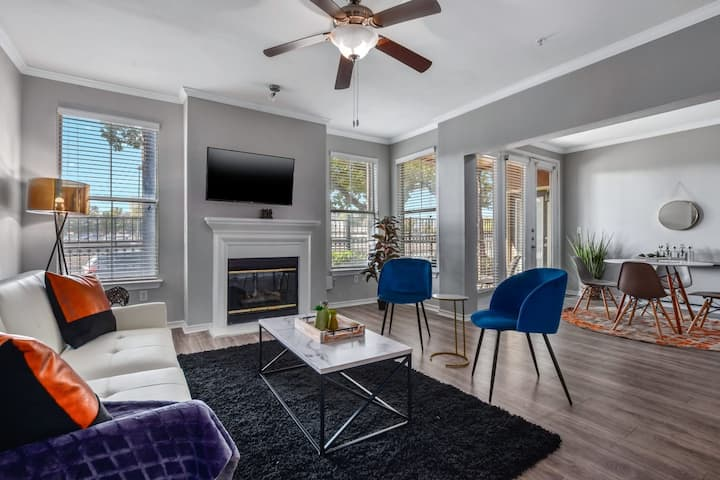 CozySuites | Stunning 3BR Apartment At Cityplace