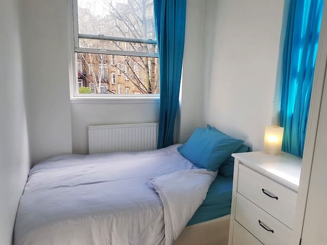 Perfect room in friendly Camden Town apartment