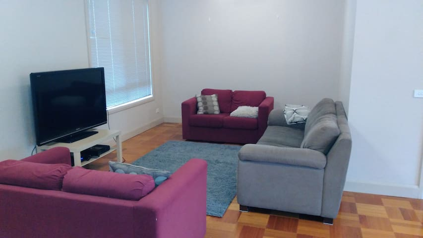Comfy, quite 3 Bed town house - perfect family vac