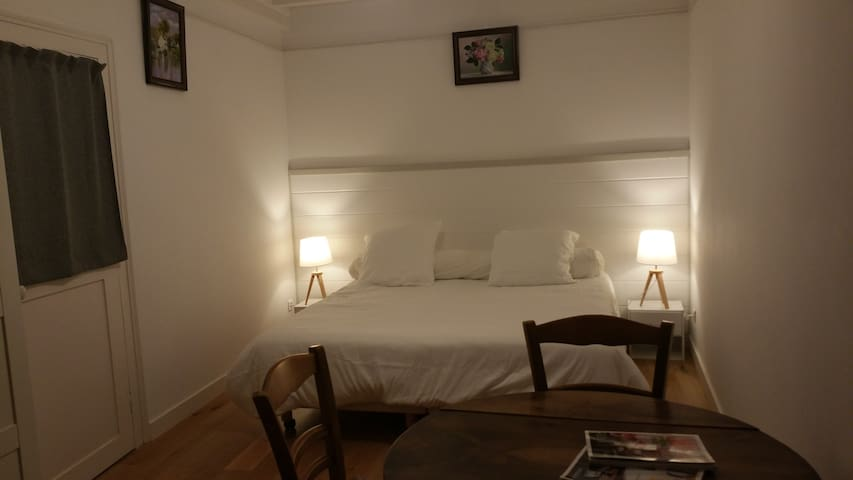 Chambre 1 - lits jumeaux avec  sur-matelas largeur 180 cm