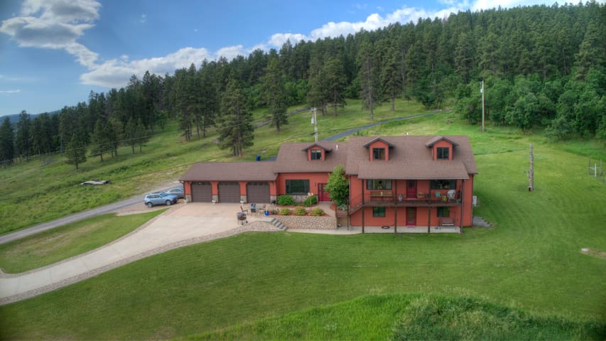 Spearfish Overlook! Convenience, privacy, & view!!