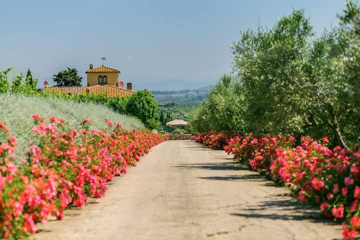 Sole del Chianti Private Villa with  Pool and Spa in Tuscany for large group