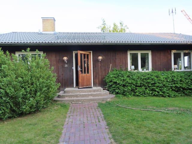 Hel villa med närheten till Stockholm city