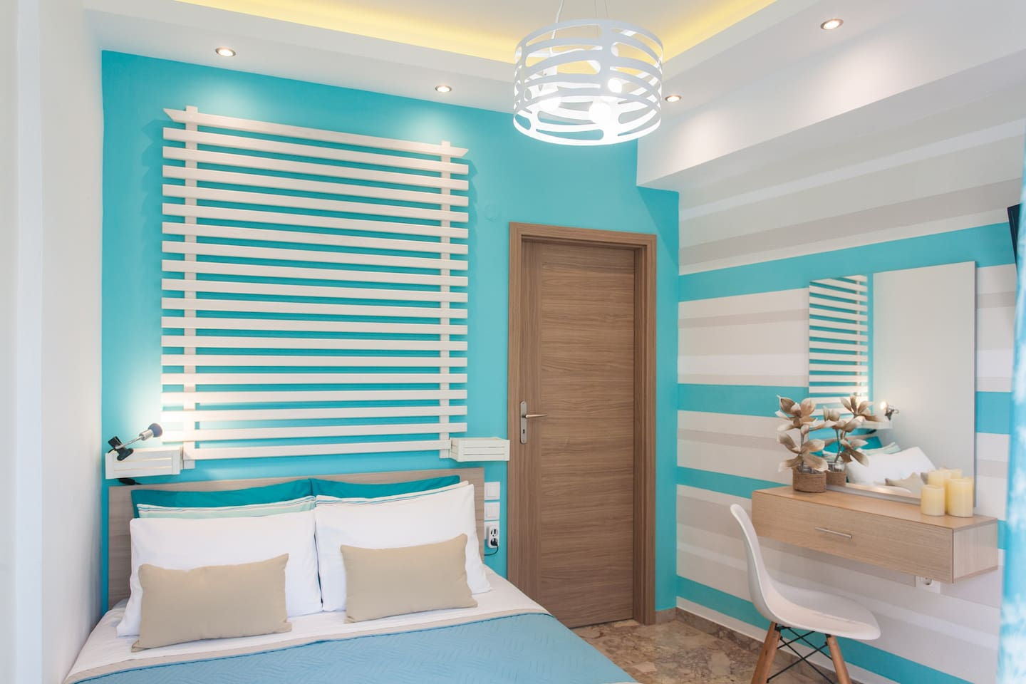 The main bedroom with a double bed,nice colors and romantic lights!
