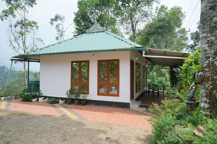 Cosy 1BHK Cottage in Anachal, Munnar