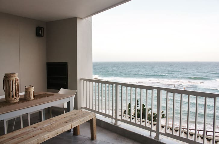 Modern 3 bedroom apartment on the beach