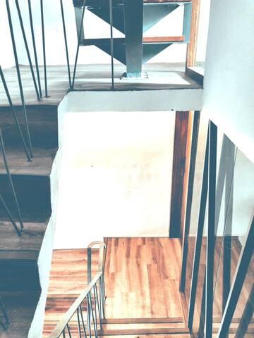獨棟Loft風Humble apartment包棟小雙人房,左營高鐵站對面,走路2分鐘到達