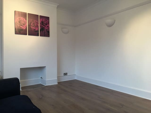 A NEWLY REFURBISHED APPARTMENT - Watford - Apartemen