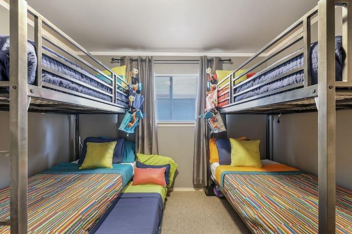 Kids Bedroom (5 Twins w/Trundle)