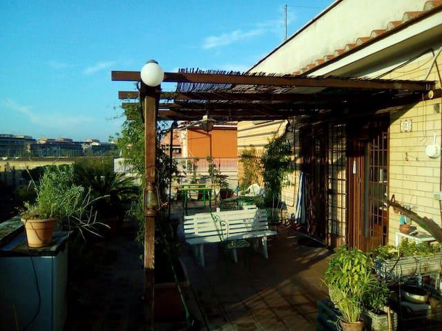 Villa Gordiani: stanza doppia luminosissima