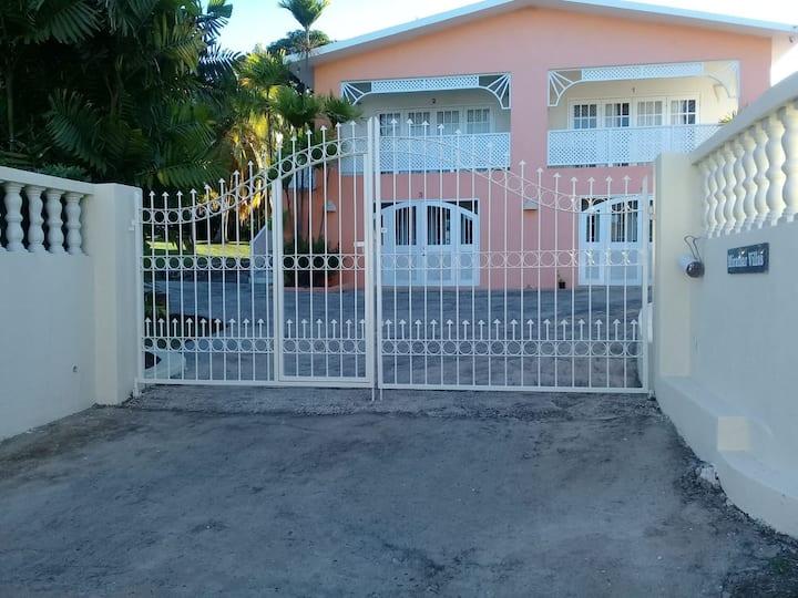 *Miramar 1* balcony+2 min walk to beach+bus stop