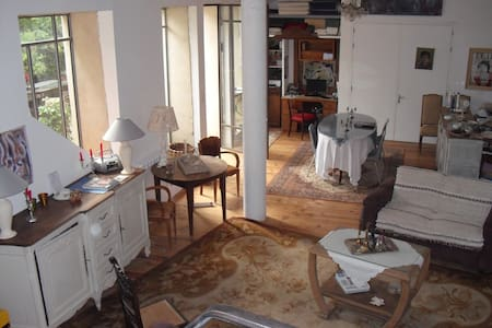 LOFT AVEC COUR PRIVEE TOTALEMENT INDEPENDANT - Pézenas - Bed & Breakfast