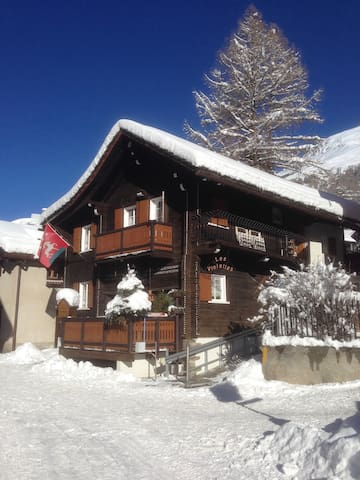 Newly Renovated Classic 1803 Chalet - Zinal - Alpehytte