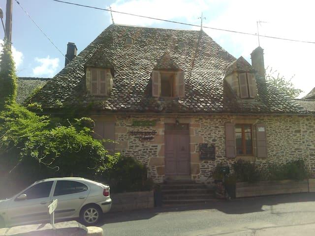 Maison de caractère typique Auvergnate - Laroquebrou - Casa