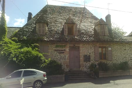 Maison de caractère typique Auvergnate - Maison