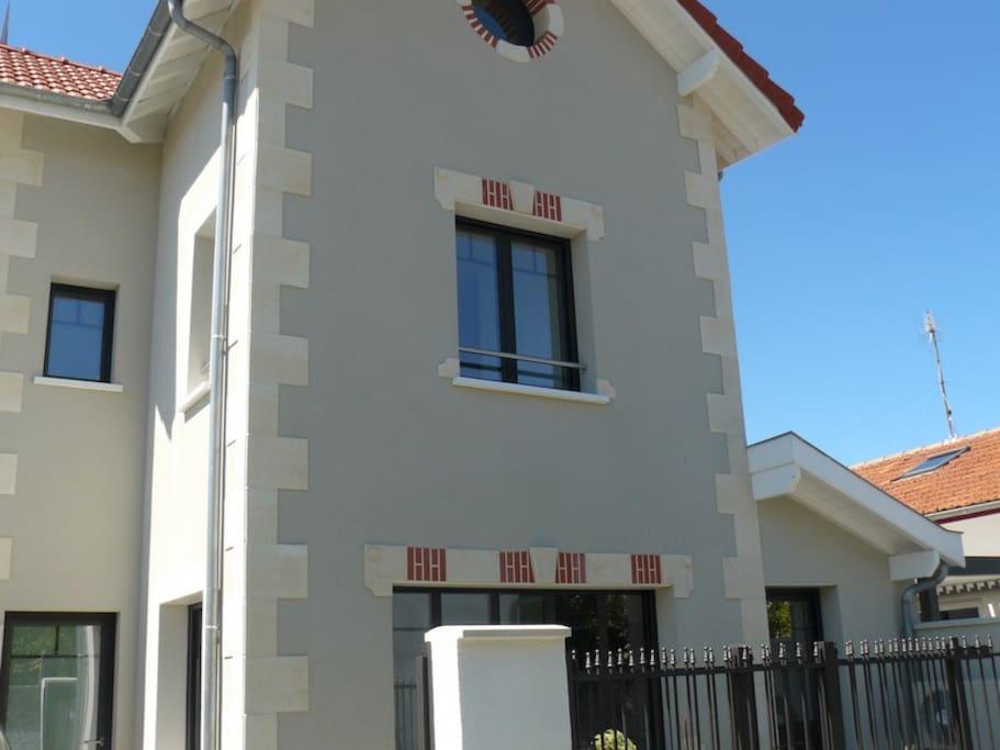 Magnifique maison neuve avec cour intime à 10 mn du Centre ville