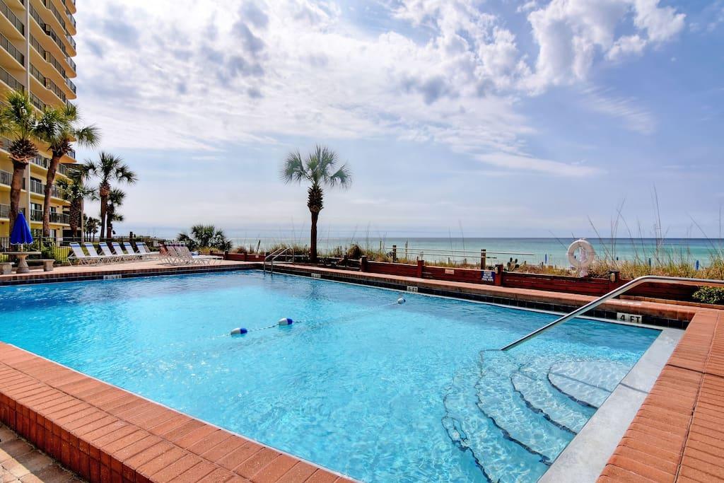 Pool,Resort,Swimming Pool,Water,Palm Tree