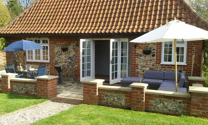 Cosy rural cottage, 3 miles from Framlingham