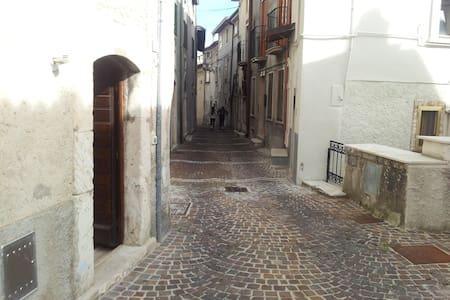Monolocale nel centro storico - Rivisondoli
