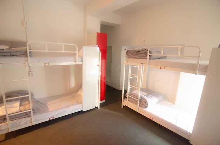 [1Min. Busan station]6-Bed Room w/ Shared Bathroom