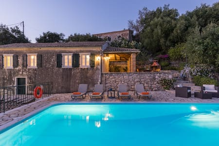 Villa Ioanna, Stone Villa - Private Swimming pool