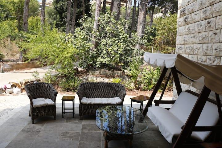 Photinia Suites @ Al Karem Guesthouse B&B- Rahbeh