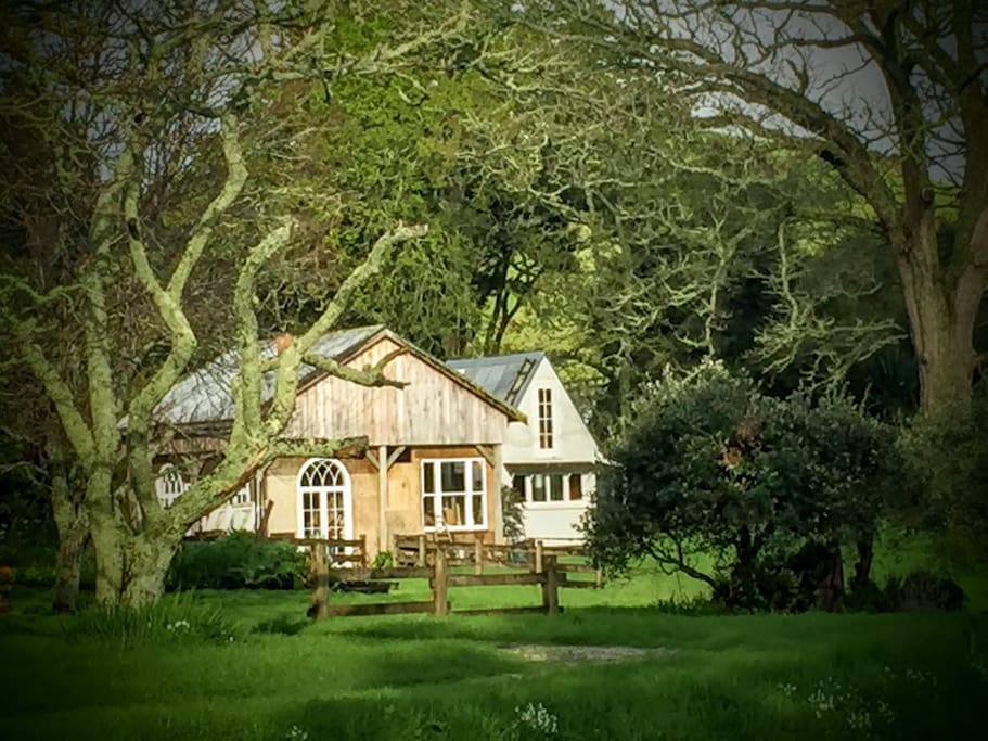 Potting Studio and Rosemantic Cottage