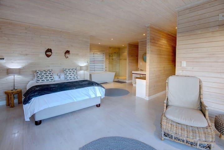 Master bedroom with en-suite bathroom and separate toilet