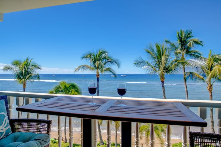 Romantic Oceanfront Condo at Lahaina Shores